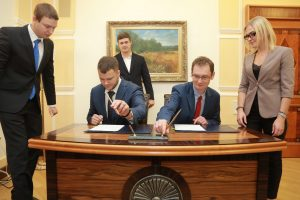 CoST Programme Director, John Hawkins and Minister of Infrastructure sign commitment.
